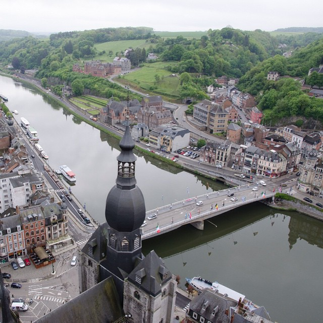 Uitzicht vanaf de citadel in #Dinant #Ardennen #instatravel #instaview #citadel #citadeldinant #Maas #view #WalloniëToerisme #wallonietourisme
